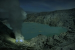 Acid-lake-of-Kawah-Ijen-volcano